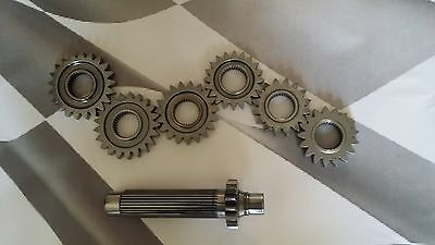 Williams F1 gear shaft with upto 6 gear cogs