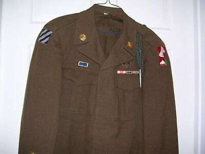 Nice WWII 3rd Division WIA Invasion Arrowhead Combat Medic Uniform & Discharge