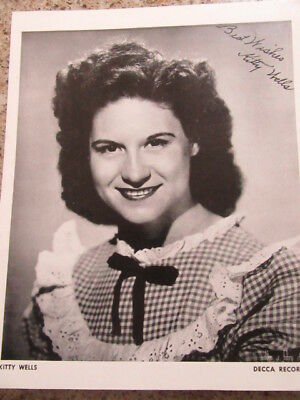 """1 AUTOGRAPHED 1950's GRAND OLE OPREY PICTURE OF """" KITTY WELLS """""""