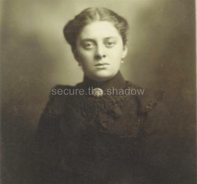 CABINET CARD PHOTO: Lovely YOUNG WOMAN wearing CELLULOID MOUNRING PIN of WOMAN