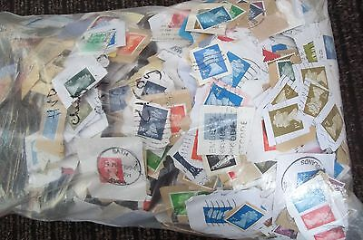 GREAT BRITAIN APPROX  400g OLDER 80/90s DEFINITIVE KILOWARE, ABOUT 2800 STAMPS!