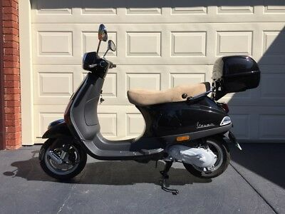 Vespa LX 50 - 2010 as new condition