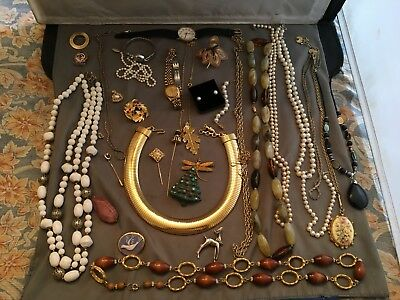 Terrific Lot of Vintage Preowned Costume Jewelry - Loads of Great Items - NICE