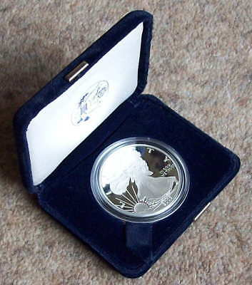 USA 2003 silver 'Eagle' one dollar coin, 1oz fine silver, cased