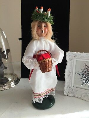 Signed Byers Choice 1996 St Lucia Caroler w/Basket & Wreath Candles On Her Head