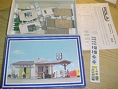 Aral Filling Station- Pola H.O. scale plastic model kit #159