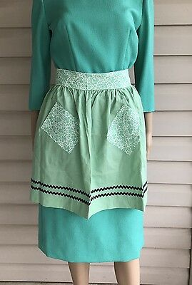 Vintage Apron Retro Homemaker Hostess Mint Baby Green Floral Pattern One Size