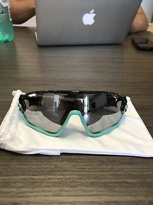 Oakley Jawbreaker limited edition custom paint job (dr chopshop) glow in dark