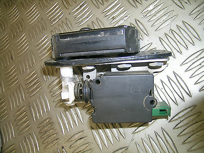 LR3 Discovery 3 Land Rover lower tailgate right door lock actuator tail gate