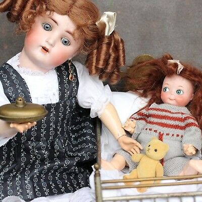 ( ANTIQUE DOLL MOM IS CARING FOR HER GOOGLY CHILD IN THE ANTIQUE DOLL´s BED )