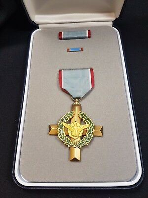 Air Force Cross - USA War Medals - Genuine unissued medal