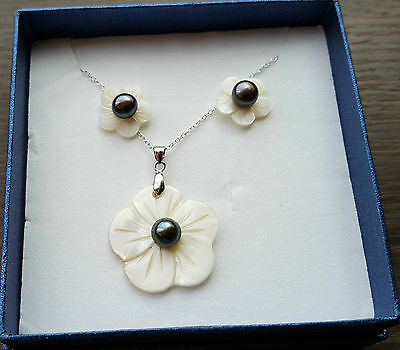Beautiful freshwater Peacock Pearl earing and pendant set in sterling silver
