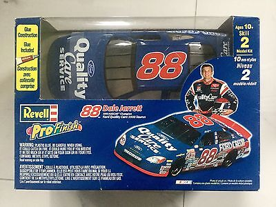 Revell 1/24 Nascar #88 Dale Jarrett Ford Quality Care 2000 Taurus # 85-2164 F/s