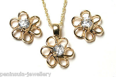 9ct Gold CZ Daisy Pendant and Earring set Gift Boxed Made in UK