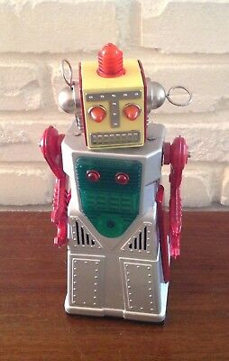 Chief Robot-Man 1960's Japan Tin Battery Operated Toy Robot works!