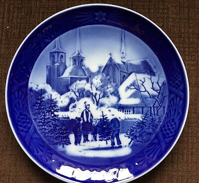 Royal Copenhagen Porcelain Christmas Plate 1997 - Roskilde Cathedral