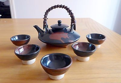 Boxed Oriental Teapot and 5 tea bowls