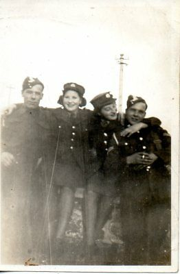 BRITISH SOLDIERS & LADIES IN UNIFORM cWW2 MILITARY PHOTOGRAPH