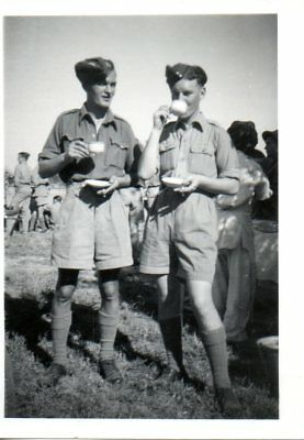 BRITISH SOLDIERS DRINKING TEA cWW2 MILITARY PHOTOGRAPH