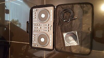 Numark mixtrack pro with serato    intro and  carry case