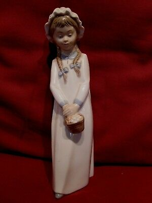 Beautiful Retired Lladro Nao Figurine Young Girl With Pigtails And A Basket