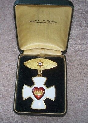 Vintage Odd Fellows Badge In Original Case The M.c. Lilley & Co Columbus Ohio