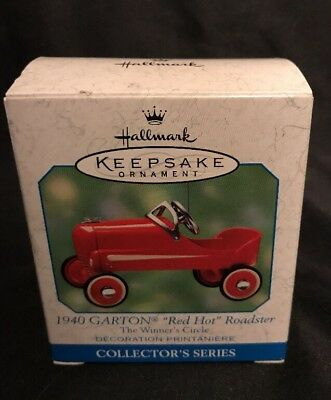 2000 Hallmark Keepsake's Ornament Garton 1940 Red Hot Roadster Diecast Car
