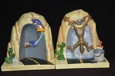 WB store exclusive - Looney Tunes Classic book ends - Road Runner/Wile E. Coyote
