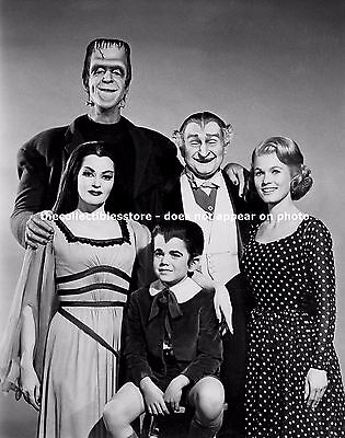 The Munsters Fred Gwynne Yvonne Decarlo Pat Priest Butch Patrick 8 X 10 Photo #1