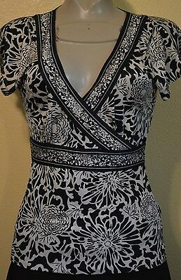 Banana Republic Silk Blouse Black/White Top Fitted Stretch XS Sexy V-Neck