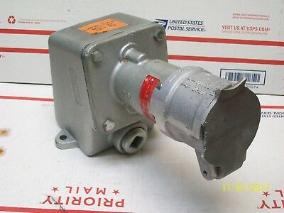 CROUSE HINDS CESD4234 RECEPTACLE (broken tab)