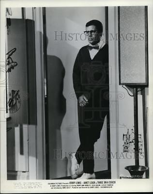 1966 Press Photo Jerry Lewis stars in Three on a Couch - cvp38162