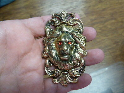 (B-LION-358) RED eyed Lion big cat wild Lions fleur de lis brass pin pendant