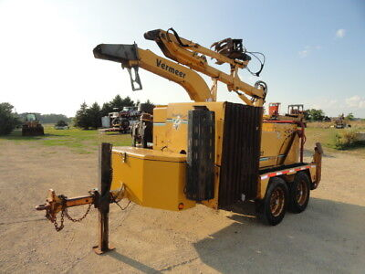 2006 VERMEER BC2000XL WOOD CHIPPER / BRUSH CUTTER FORESTRY w/ grapple loader