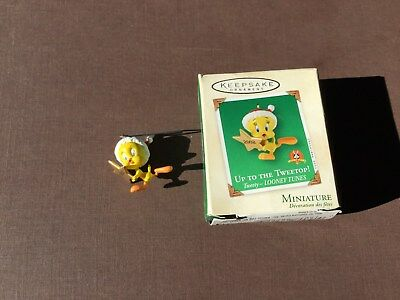 Hallmark Tweety Looney Tunes  Keepsake Ornament Handcrafted 2002