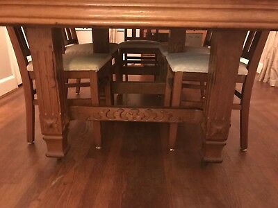 Beautiful Tiger Oak Table with Carved Ornate Legs & Six Chairs