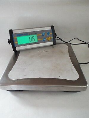 "Adam Equipment CPW plus 200 Bench Shipping Scale 440  12"" x 12"""