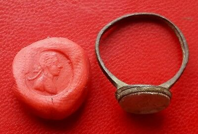 Late Medieval bronze signet ring with glass insert 17-18 century