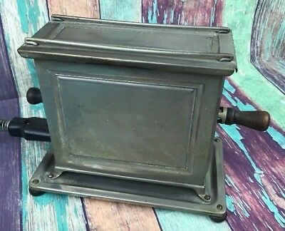 Antique UNIVERSAL Landers Frary & Clark Electric Toaster USA WORKS E942 5 amp