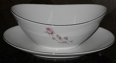 """Rose China """"we Three"""" (2204) Gravy Boat With Attched Under Plate, Unused,white/p"""