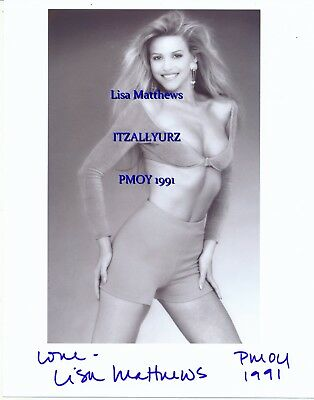 PMOY 1991 Lisa Matthews signed B&W Body Shot 8 x 10 with matching bra and shorts