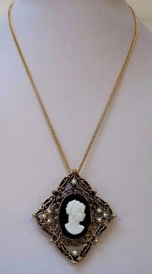 """Stunning Vintage Estate Textured Cameo Faux Pearl Gold Tone 21"""" Necklace!! 7987V"""