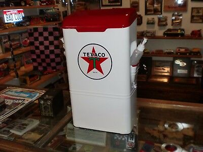 Calwis Texaco Gas Station Paper Towel Windshield Service Box