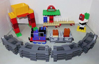 Lego Duplo Thomas & Friends #5554 Load and Carry Tidmouth Shed Train Tracks Tank