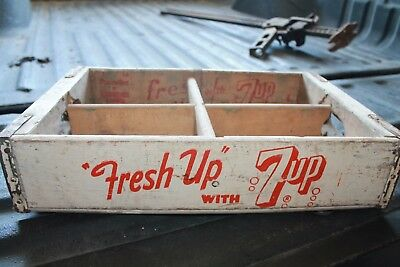 Excellent vintage Fresh up with 7-Up wooden Soda case
