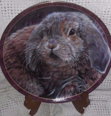 "BRADFORD EXCHANGE - COLLECTOR'S PLATE W/STAND - ""Fuzzball"" - BUNNY TALES SERIES"