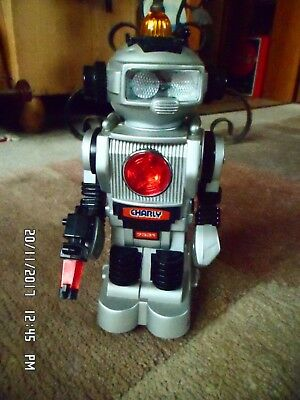 Roboter Charly 7331  Made In Taiwan Fast Top Zustand