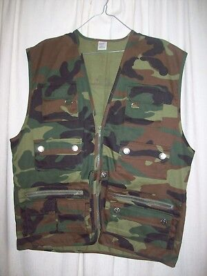 Mens Size L Camo outdoors / fly fishing vest with lots of pockets