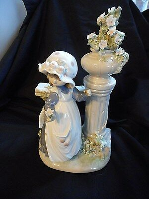 Lladro Girl with Columns # 5284 Glorius Spring Made in Spain Dated 1985