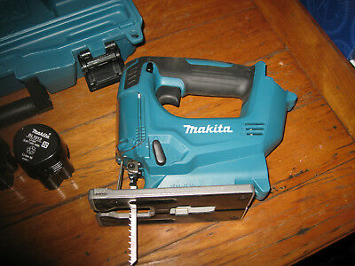 Makita 10.8v cordless jigsaw JV100d near new includes 2 batteries & charger